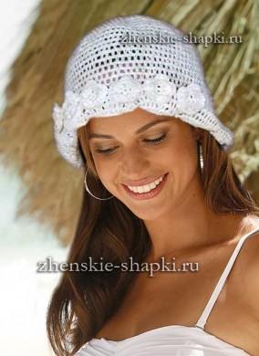Женская вязаная шапочка для лета с цветами
