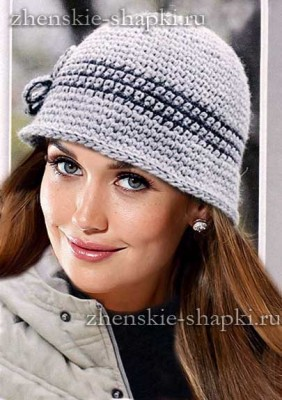 Женская вязаная шляпка крючком
