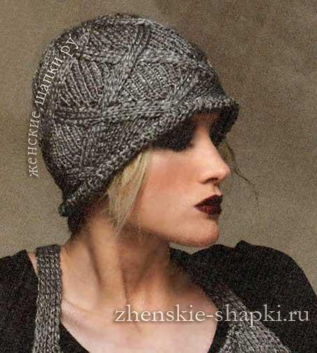 Женская вязаная шапка с ромбами