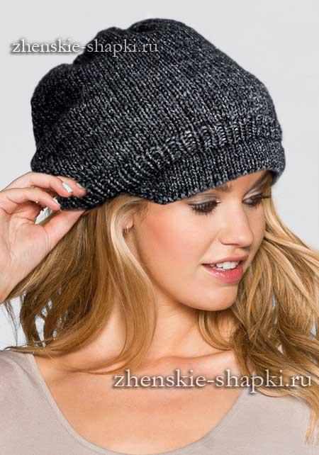Модная молодежная шапка спицами с описанием вязания
